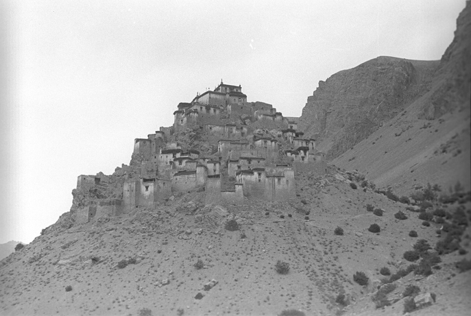 The monastery of Kyi, Spiti, India. (Eugenio Ghersi, 1933; Neg. dep. 6077/28. Courtesy of Istituto Italiano per l'Africa e l'Oriente (Is.I.A.O.) in l.c.a. and Ministero Degli Affari Esteri e della Cooperazione Internazionale.)