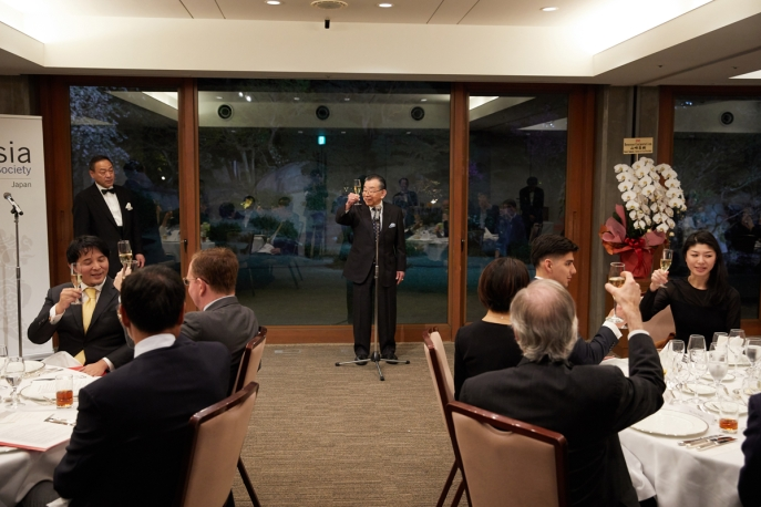 Toyoo Gyohten speaks at the launch of Asia Society Japan