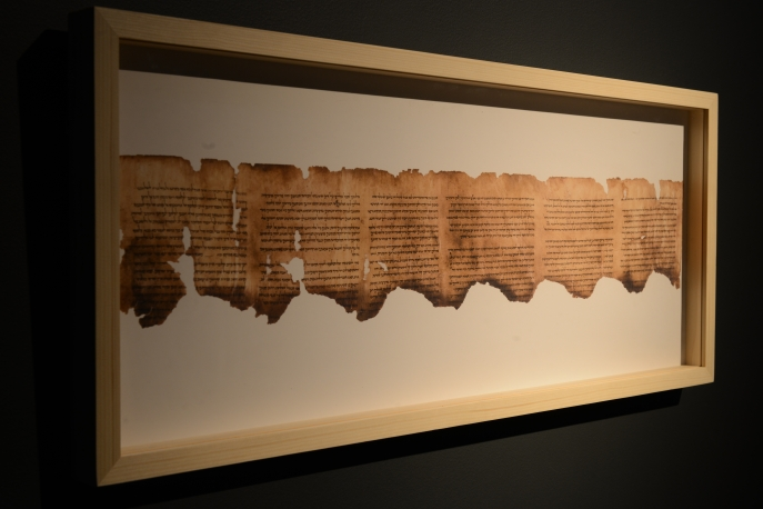 Installation view of Temple, Scrolls, and Divine Messengers: Archaeology of the Land of Israel in Roman Times.