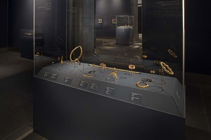 Installation view from When Gold Blossoms: Indian Jewelry from the Susan L. Beningson Collection.