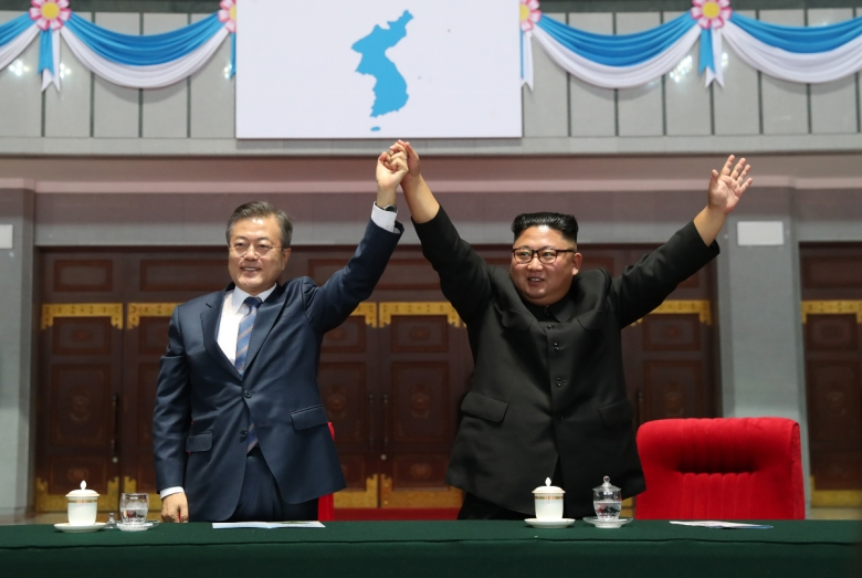 Moon Jae-in and Kim Jong Un meet in Pyongyang.